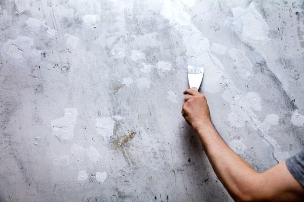 reboucher trou avant papier peint