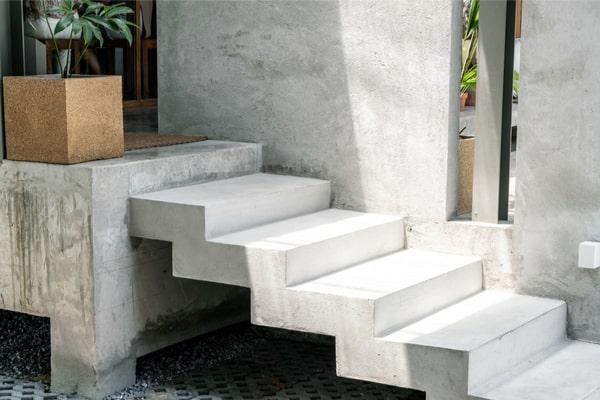 escalier en béton lisse